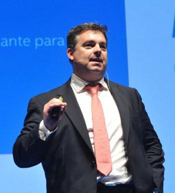 Roberto Espinosa -Director Estrategia